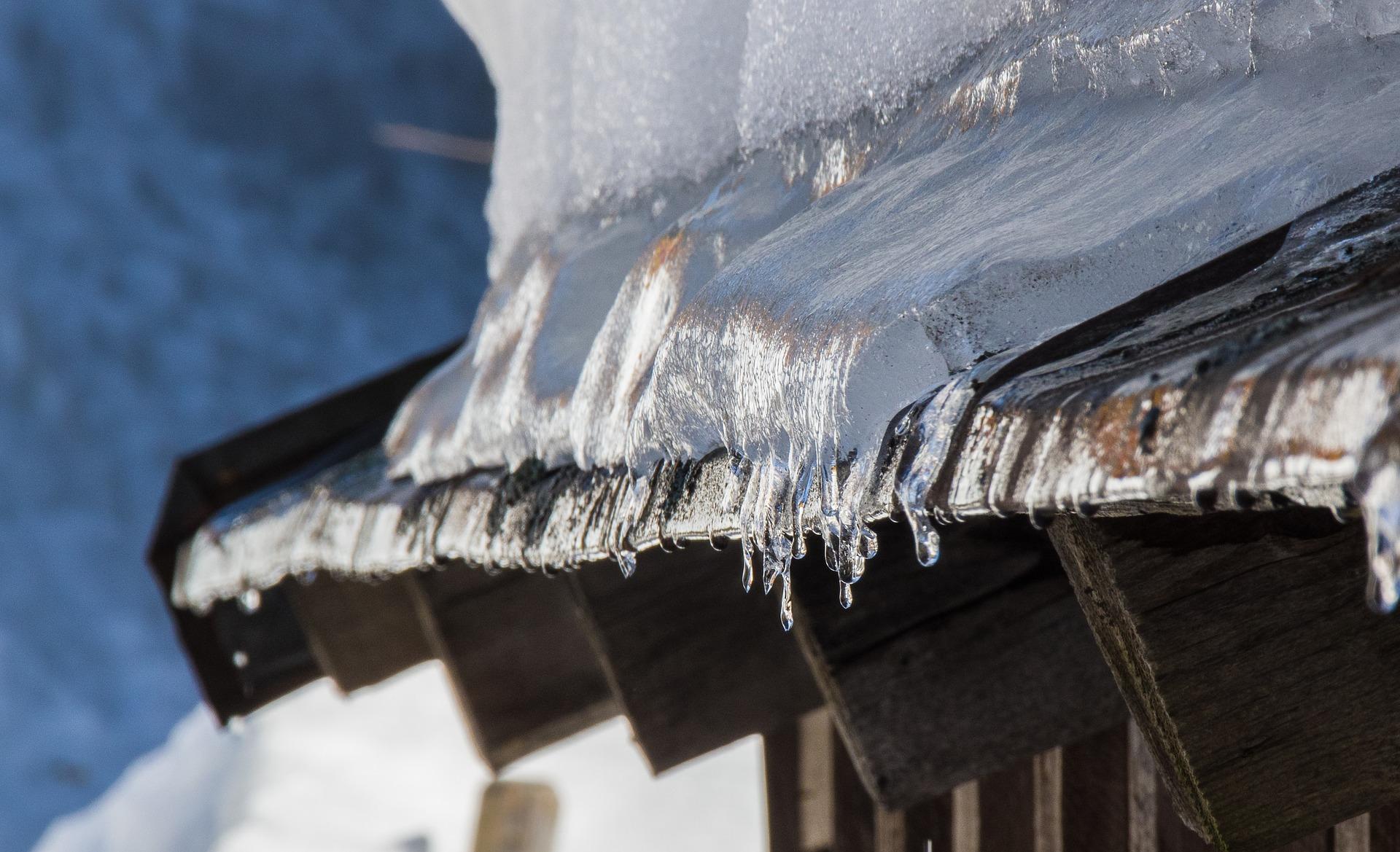 Accumulation de neige et déneigement du toit